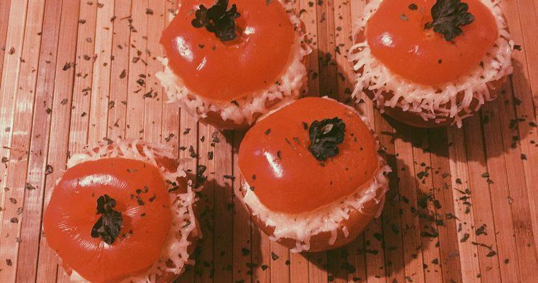Tomates farcies au fromage et au thon