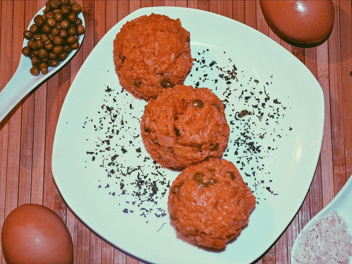Riz à la sauce tomate avec des oeufs ♡