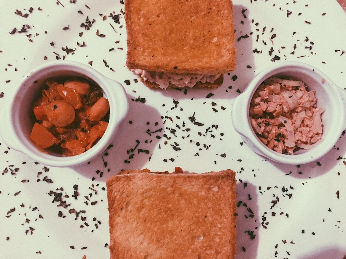 Toasts aux saucisses de Strasbourg